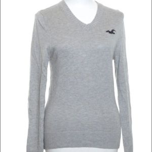 HOLLISTER // v-neck sweater